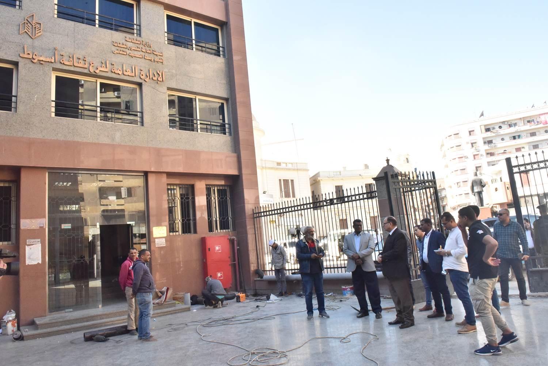 جولة محافظ أسيوط الجديد لمستشفى الحميات وقصر الثقافة (2)