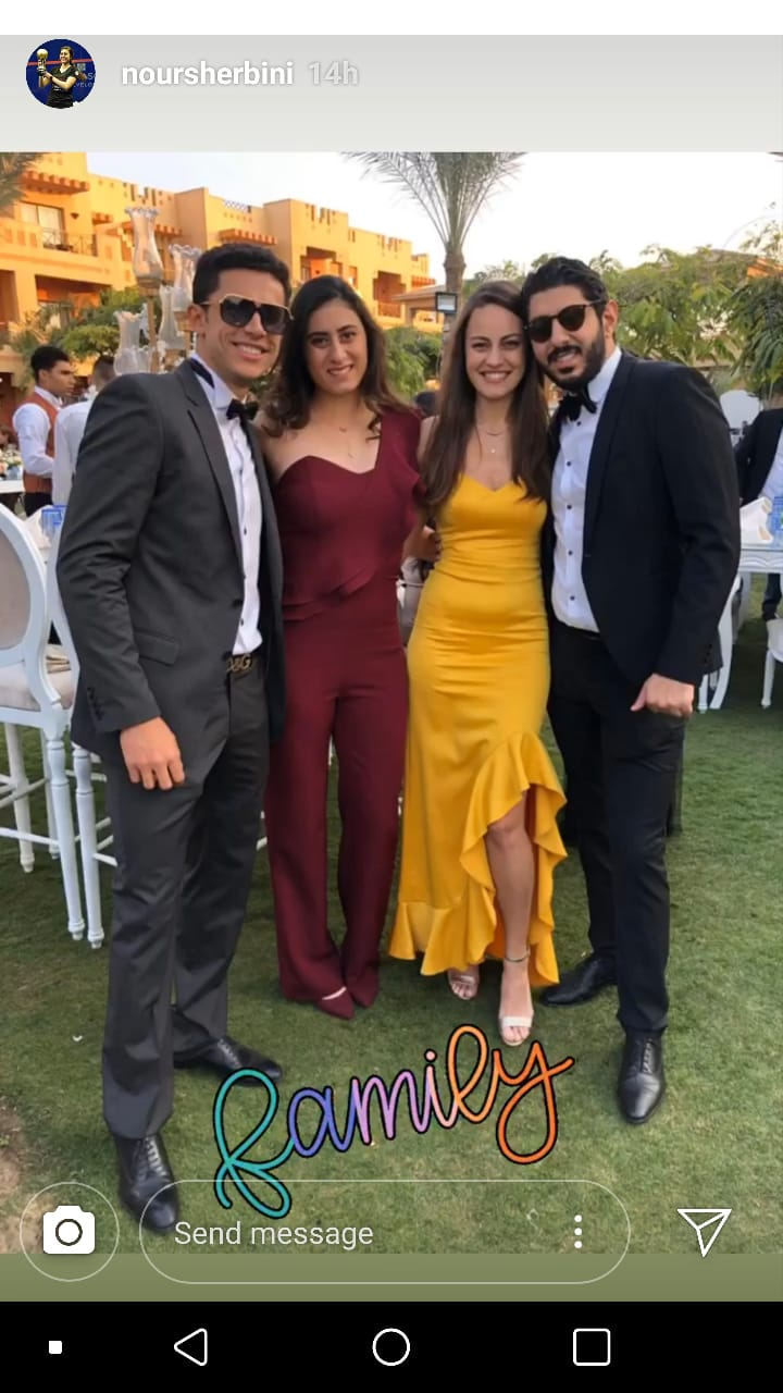 نور الشربيني مع شقيقها عمر وخطيبته