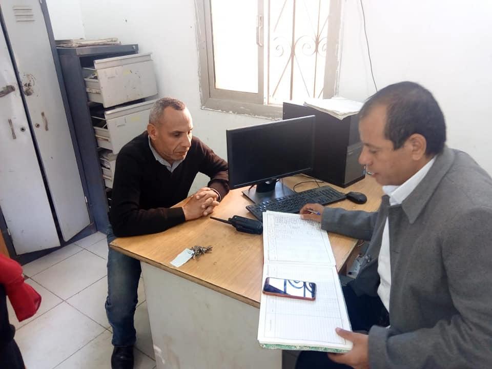 رئيس مركز ومدينة العياط خلال الجولة  (3)