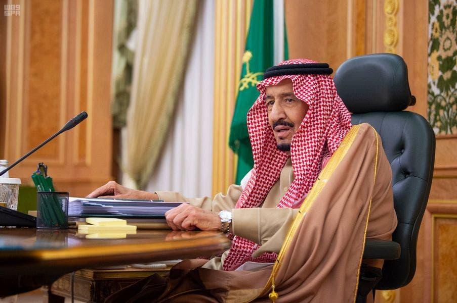الملك سلمان فى مكتبه