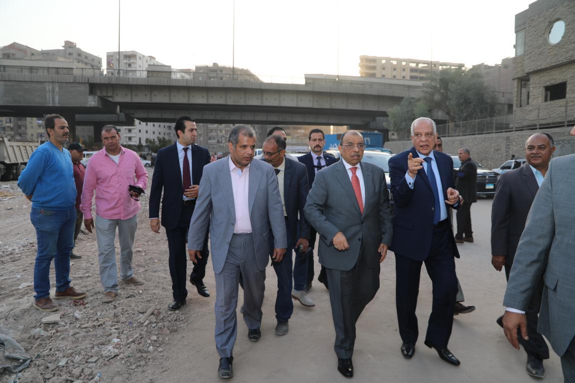 وزير التنمية المحلية ومحافظ الجيزة يتفقدان المحاور المرورية بالجيزة (7)
