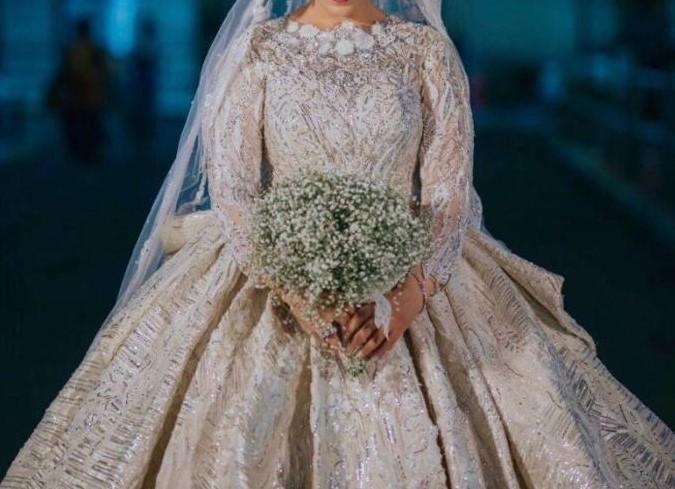 عروس بإطلالة ملكية