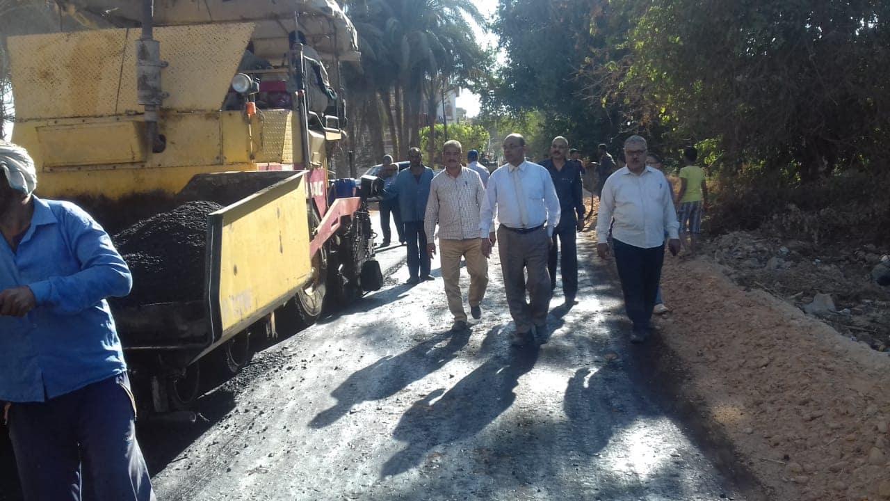 رصف طريق بديروط (2)