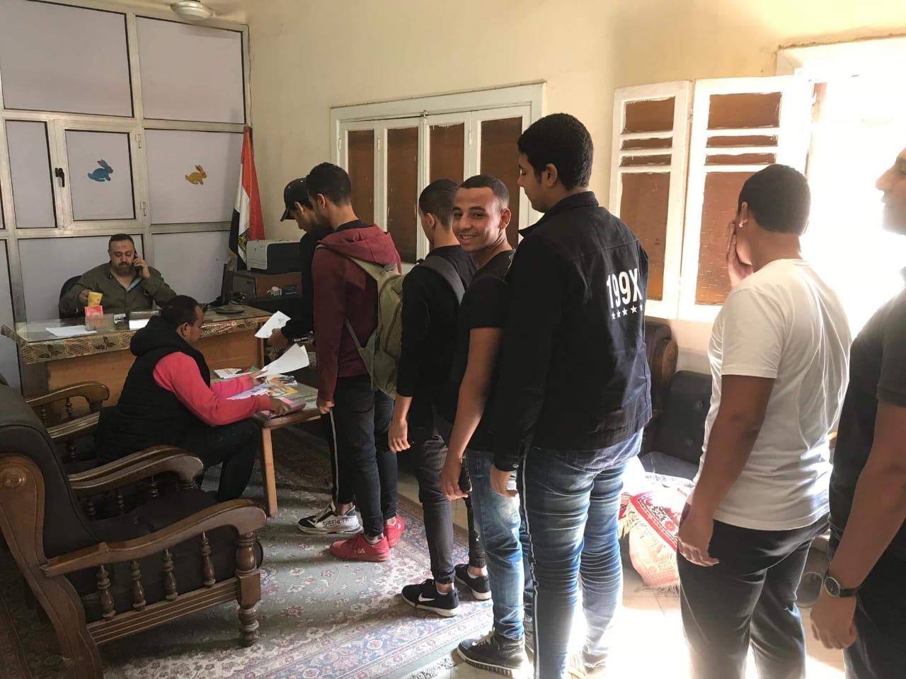 تقديم أوراق الطلاب لانتخابات الطلاب بجامعة بنها (1)