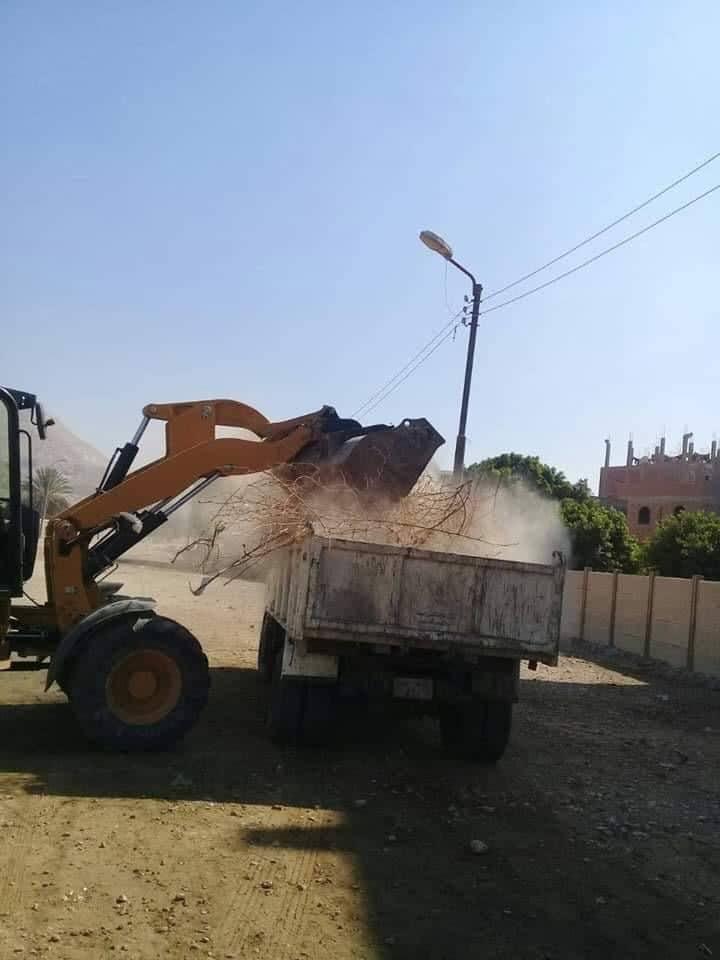 رفع الاتربة والمخلفات والقمامة بمدن سوهاج (5)
