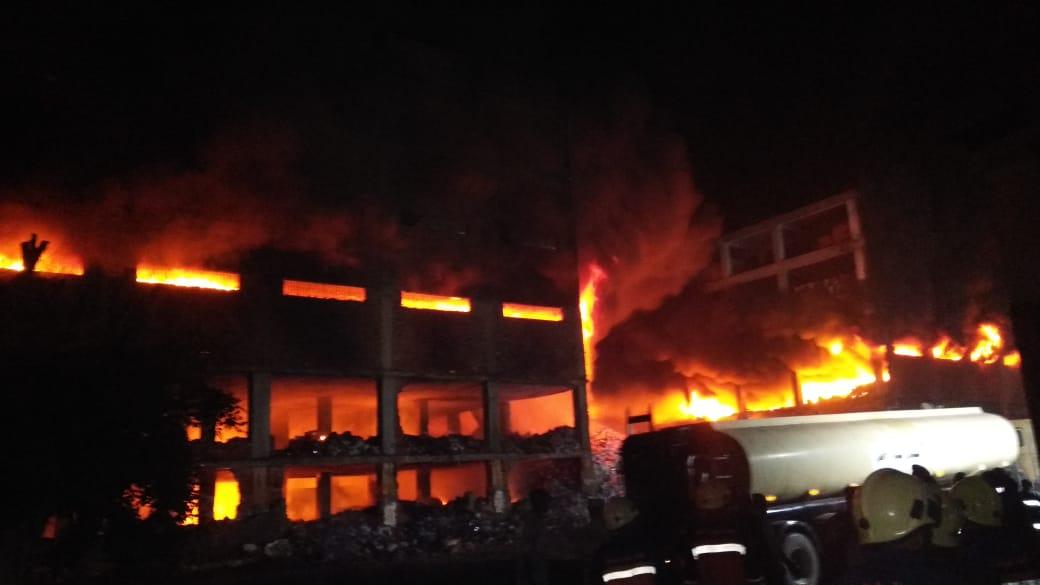انهيار نصف مبني مصنع بقليوب (4)