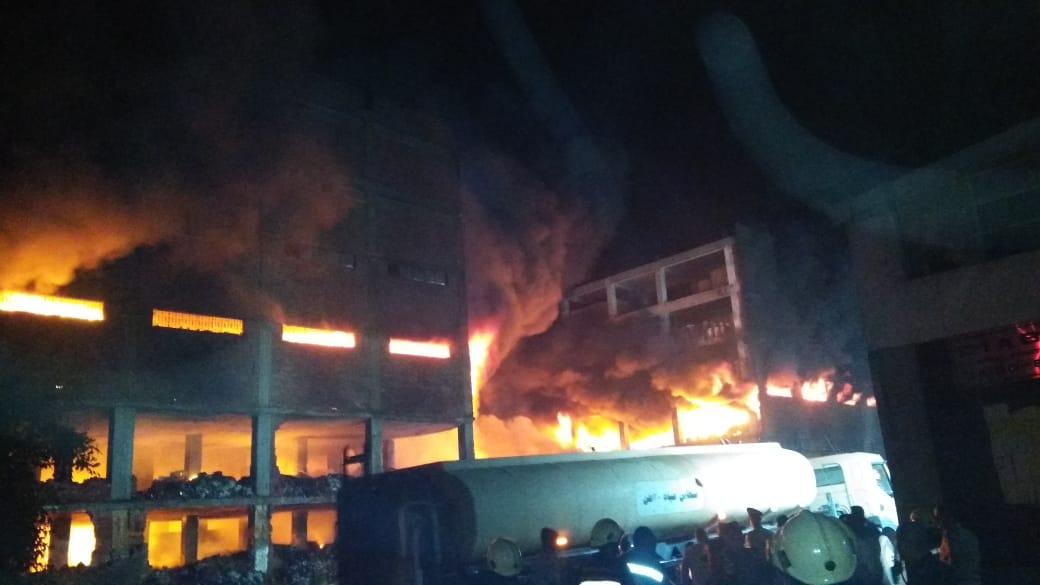 انهيار نصف مبني مصنع بقليوب (8)