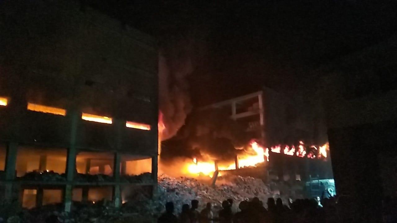 انهيار نصف مبني مصنع بقليوب (3)