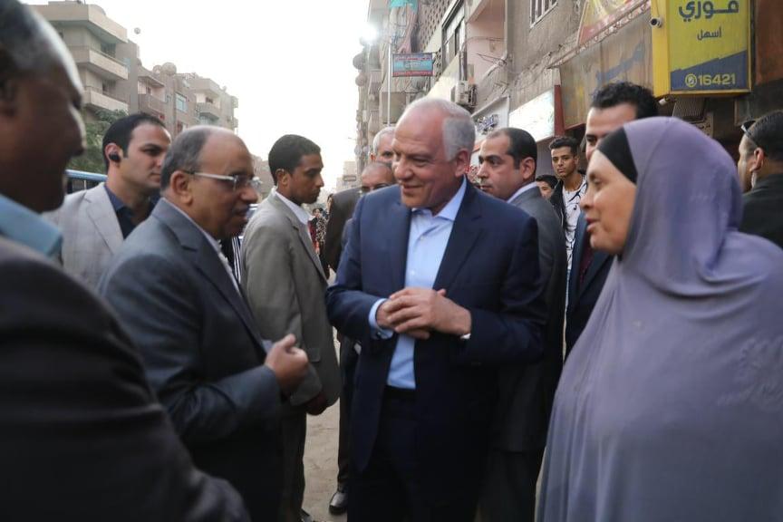 وزير التنمية المحلية ومحافظ الجيزة يتفقدان المحاور المرورية بالجيزة (4)