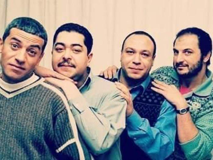 صورة نادرة قديماً تجمع كلاً من خالد الصاوي وطارق عبد العزيز وصبري فواز بالراحل خالد صالح