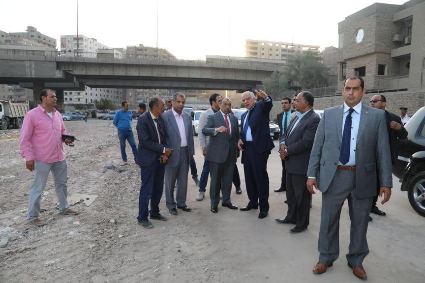 وزير التنمية المحلية ومحافظ الجيزة يتفقدان المحاور المرورية بالجيزة (1)