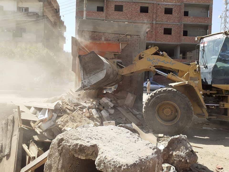 رفع الاتربة والمخلفات والقمامة بمدن سوهاج (1)