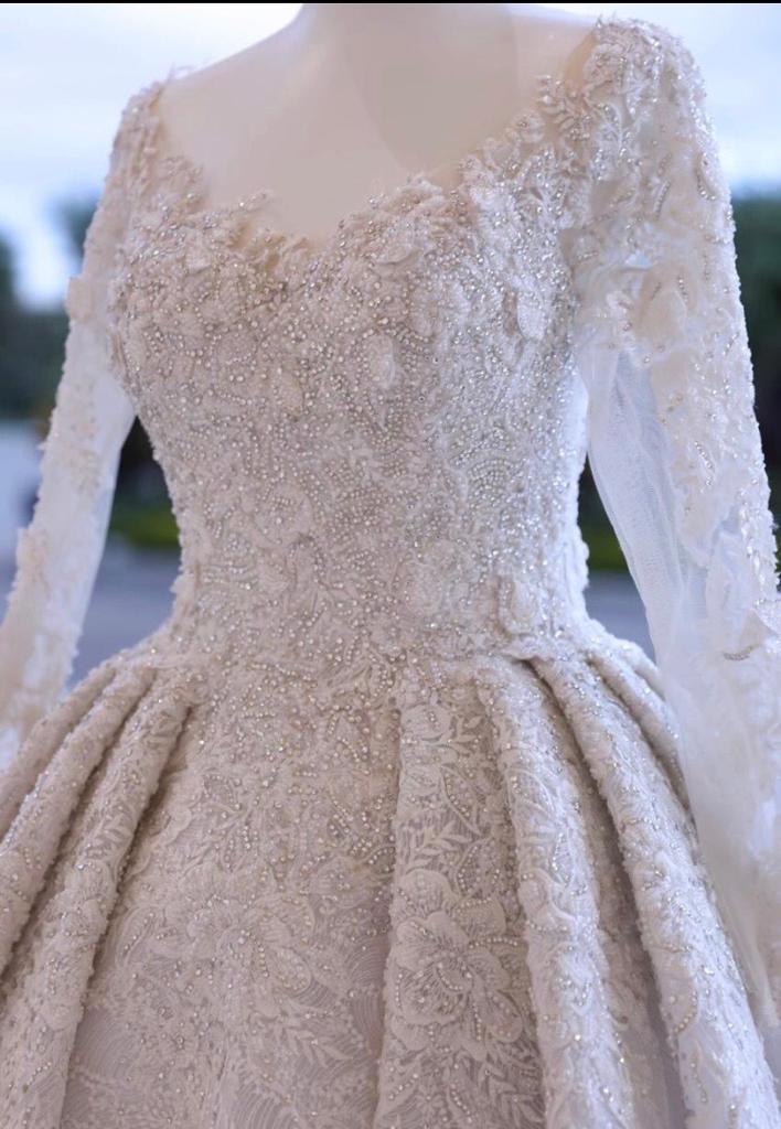 فستان زفاف مطرز