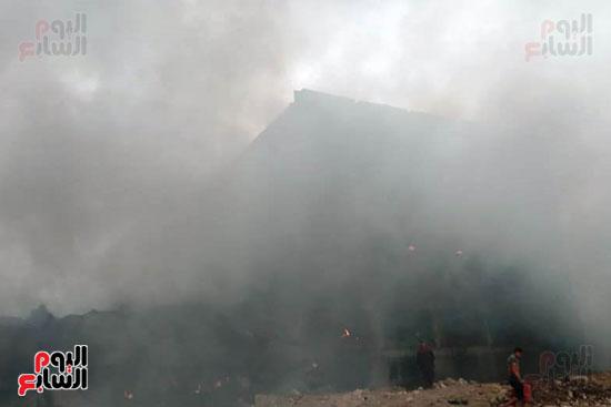حريق مصنع أبو حوا للدراجات البخارية بقليوب (7)