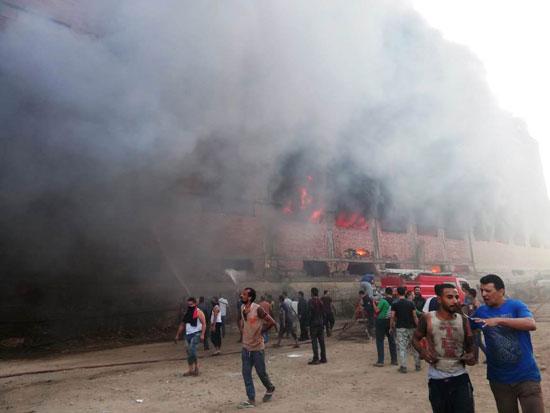 حريق-ضخم-بمصنع-للموتوسكلات-بقليوب-(1)