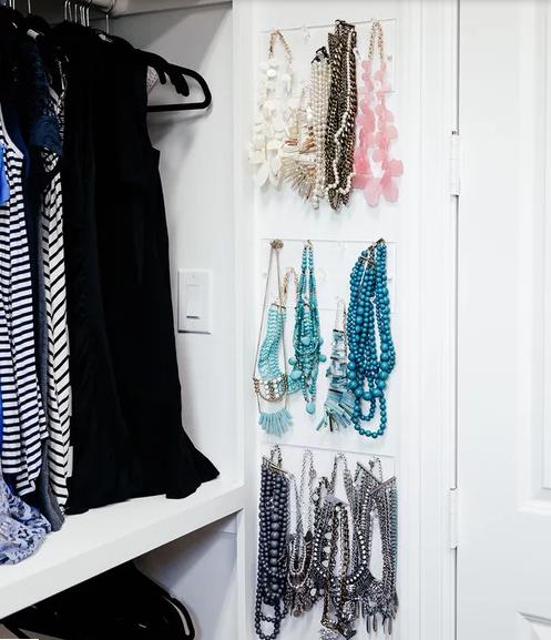 ترتيب الأكسسوارات في خزانة ملابسك