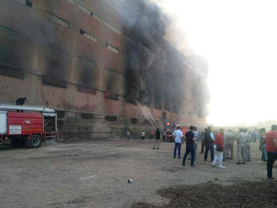 حريق-ضخم-بمصنع-للموتوسكلات-بقليوب-(2)
