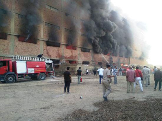 حريق-ضخم-بمصنع-للموتوسكلات-بقليوب-(9)