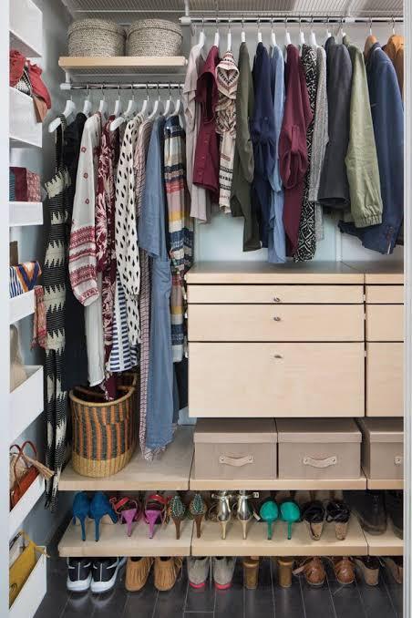 تخزين الملابس غير الموسمية في صناديق