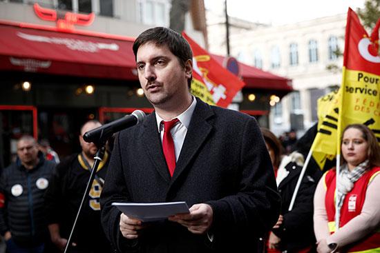 السكرتير العام لعمال السكك الحديدية خلال كلمة له فى الاحتجاجات