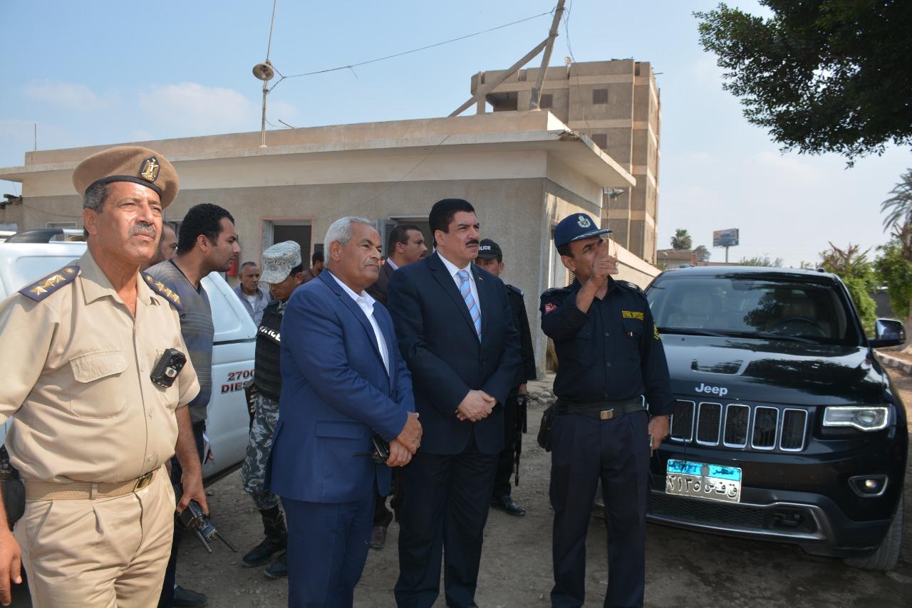 محافظ القليوبية يتفقد أعمال التبريد بموقع حريق مصنع أبو حوا (5)