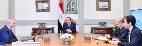 اجتمع الرئيس عبد الفتاح السيسى برئيس الهيئة العامة للمنطقة الاقتصادية لقناة السويس (1)