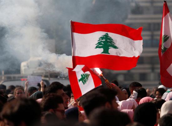 أعلام-لبنان-تتصدر-المشهد
