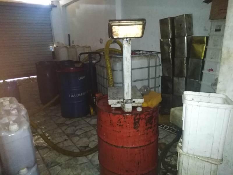 تموين الشرقية يضبط مصنع للأغذية بدون تراخيص بالزقازيق  (1)