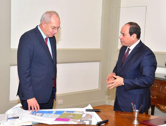اجتمع الرئيس عبد الفتاح السيسى برئيس الهيئة العامة للمنطقة الاقتصادية لقناة السويس (4)