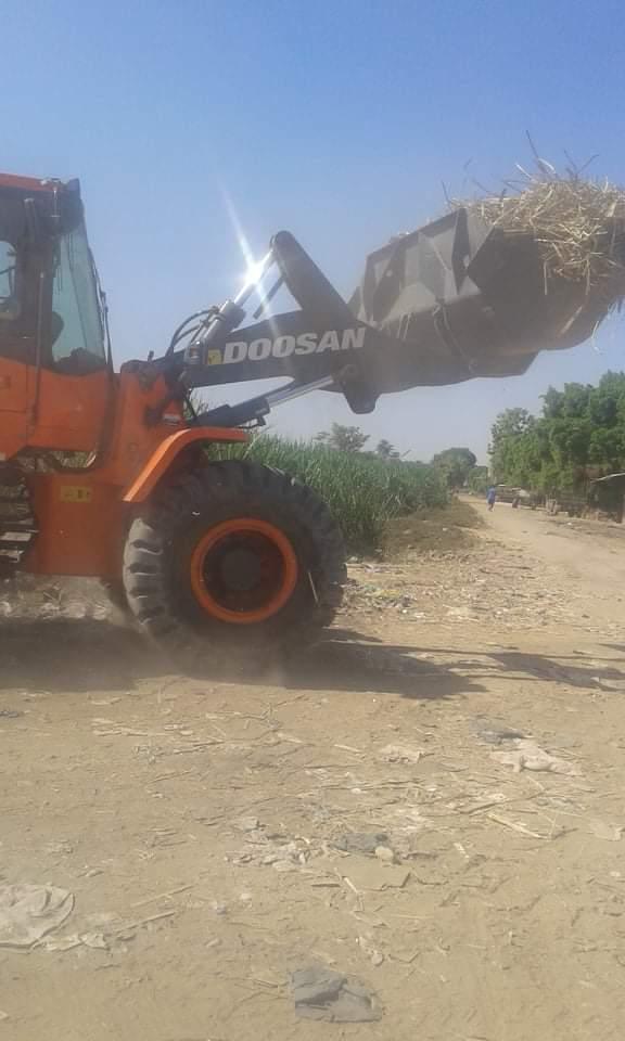 رفع 25 طن قمامة وتراكمات بمدينة الزينية شمالي محافظة الأقصر (2)