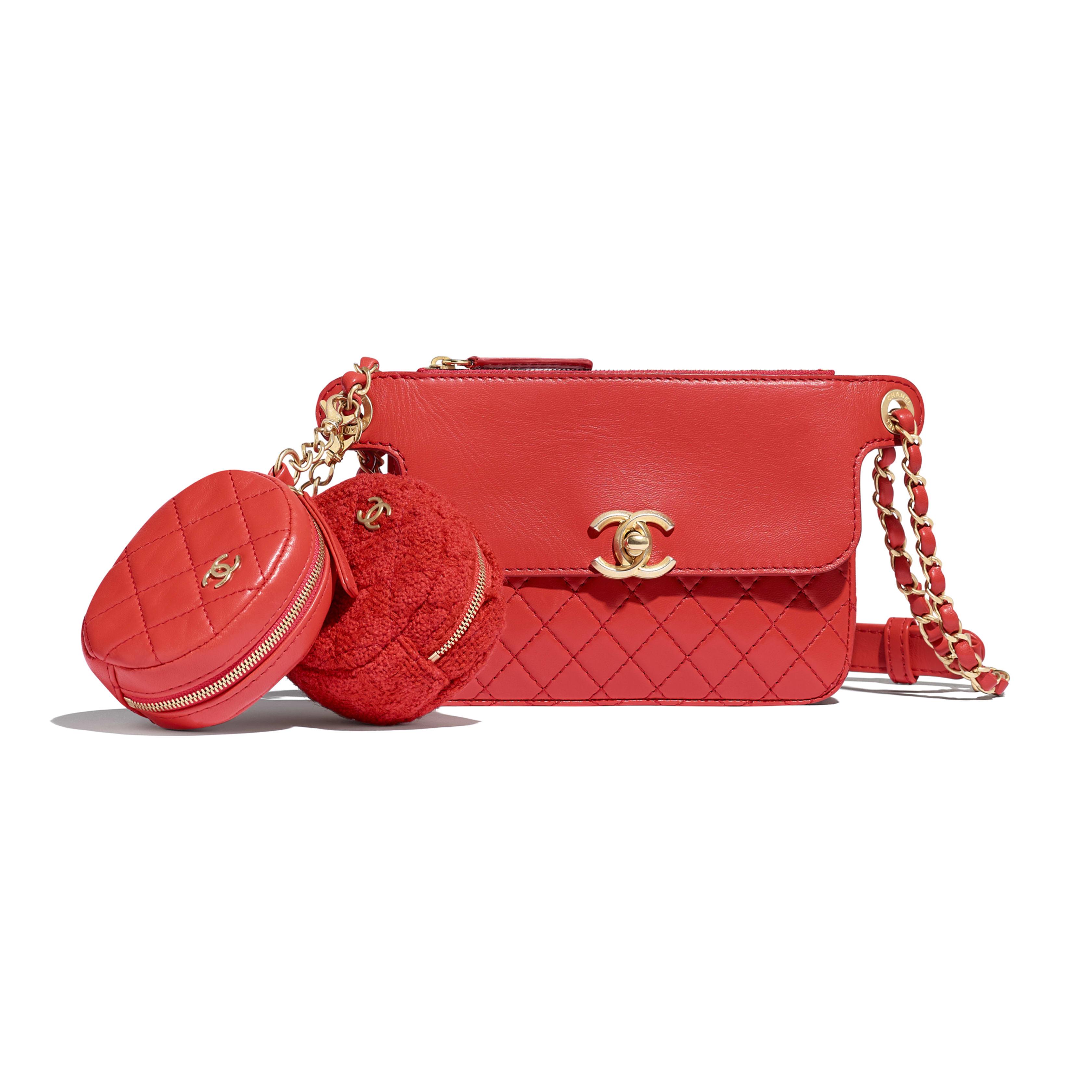 حقيبة حمراء