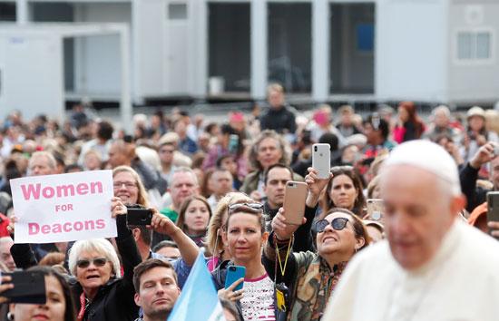 لافتة-تدعو-لتنصيب-النساء-فى-درجة-الشماسية-بالكنيسة-الكاثوليكية