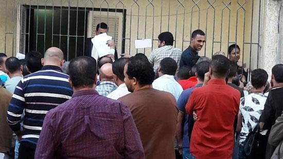 اقبال-المصريين-على-شراء-كراسات-الشروط-(1)
