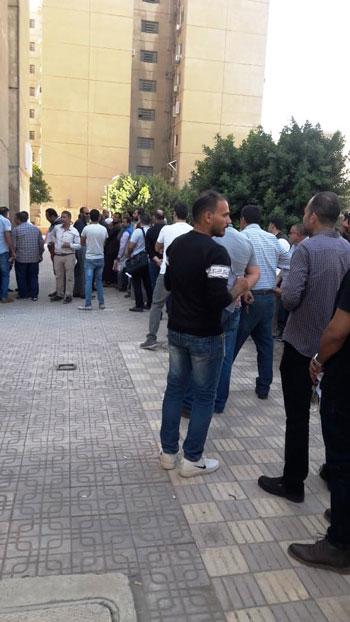 اقبال-المصريين-على-شراء-كراسات-الشروط-(3)