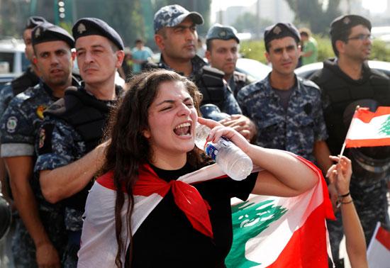 هتافات-لبنانية-مناوئة-للحكومة