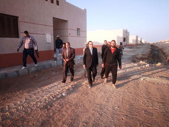 محافظ-شمال-سيناء-يتفقد-التجمعات-السكنية