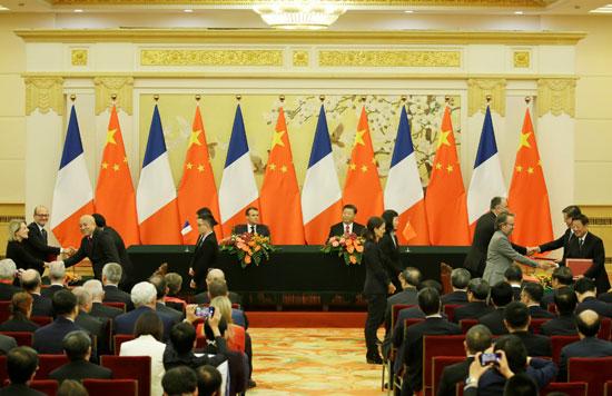 الرئيس-الصينى-ونظيره-الفرنسى-يتابعان-توقيع-الاتفاقات