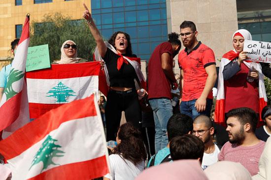 مشاركة-نسائية-فى-مظاهرة-لبنان-الطلابية