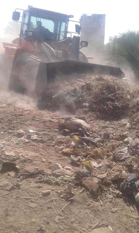 رفع 25 طن قمامة وتراكمات بمدينة الزينية شمالي محافظة الأقصر (1)
