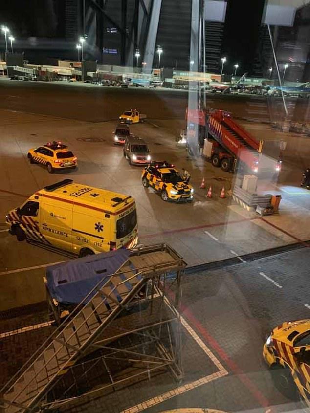 قوات الأمن تطوق الطائرة