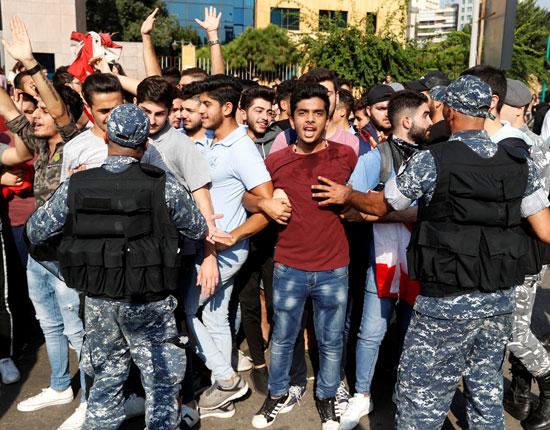 طلاب-جامعيين-يحتشدون-فى-شوارع-بيروت