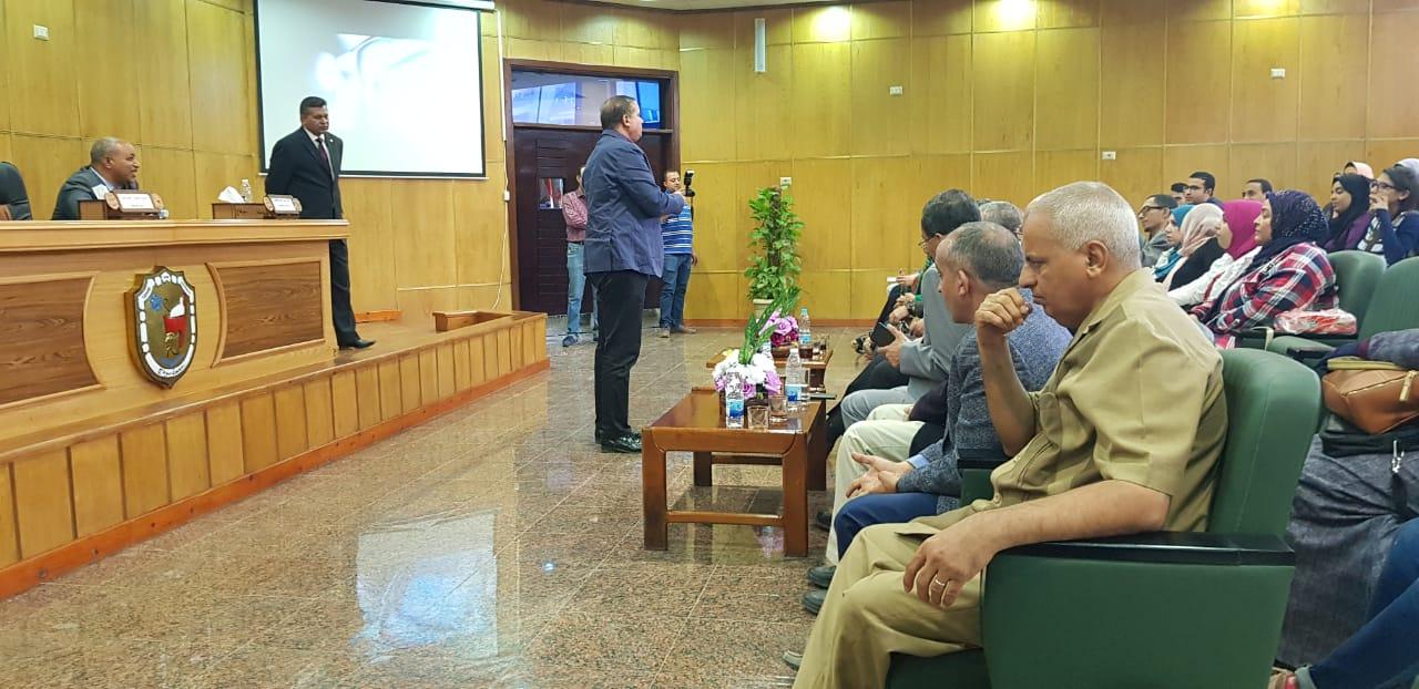 الجلسة الثانية للمنتدى العلمى بجامعة سوهاج (4)