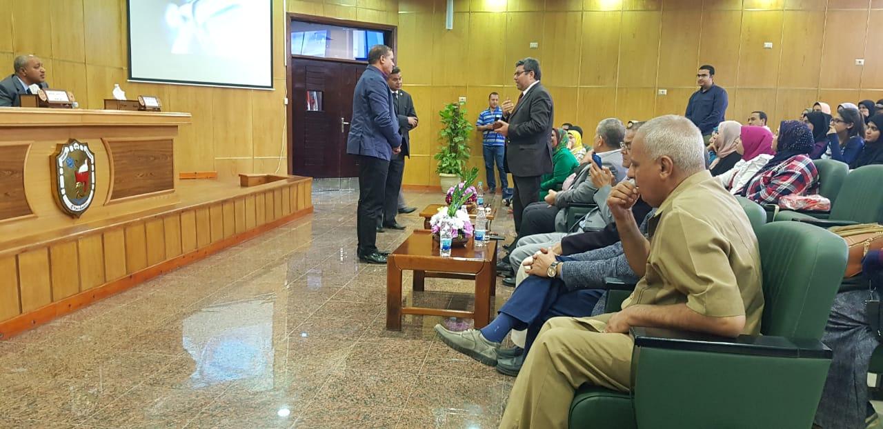 الجلسة الثانية للمنتدى العلمى بجامعة سوهاج (1)