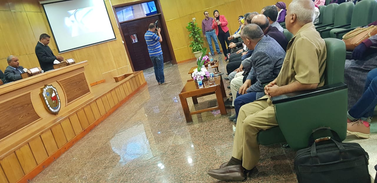 الجلسة الثانية للمنتدى العلمى بجامعة سوهاج (5)