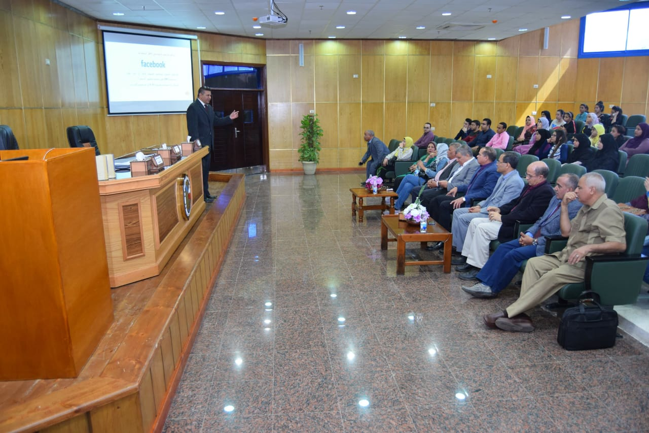 الجلسة الثانية للمنتدى العلمى بجامعة سوهاج (3)