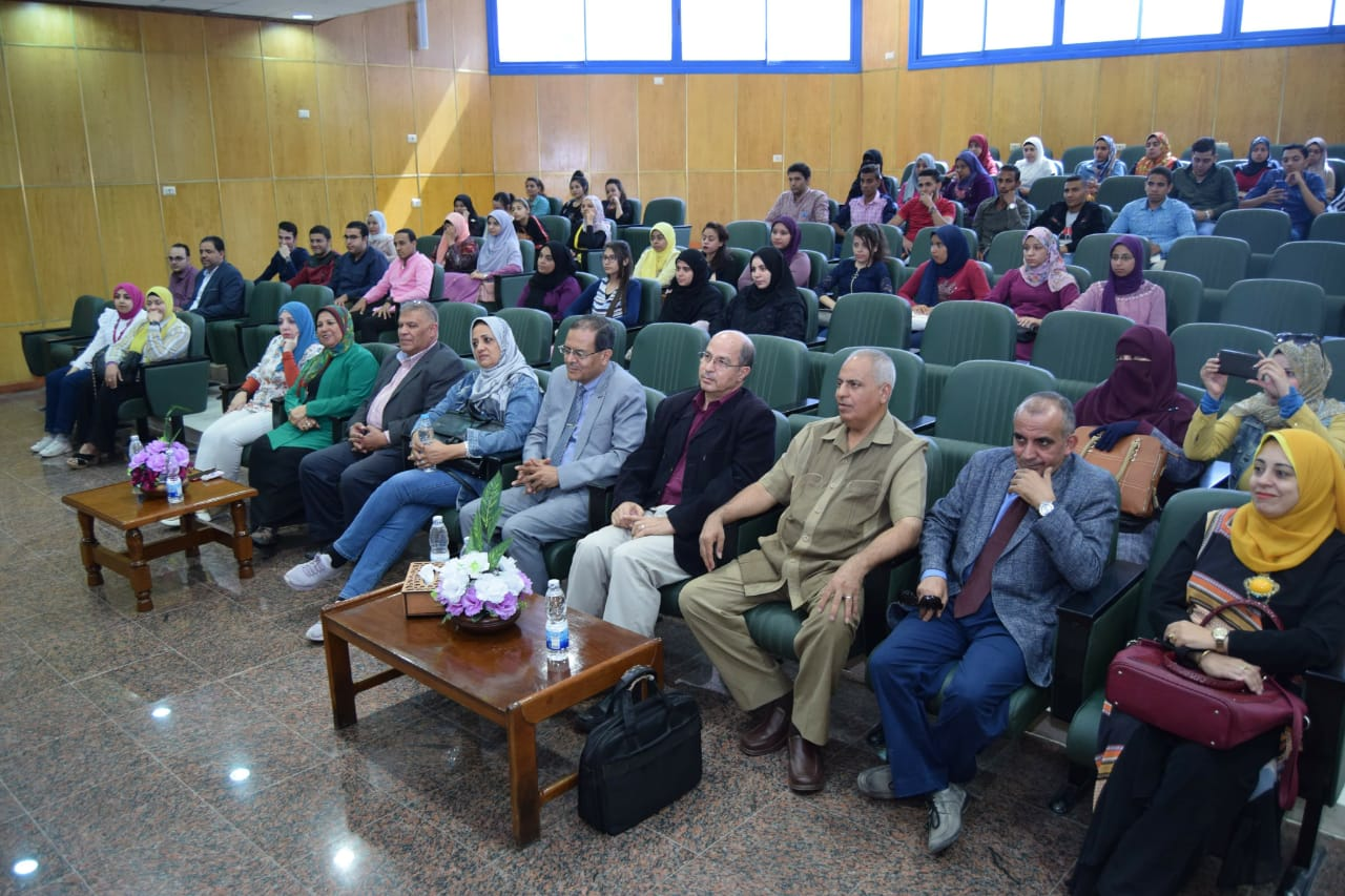 الجلسة الثانية للمنتدى العلمى بجامعة سوهاج (2)