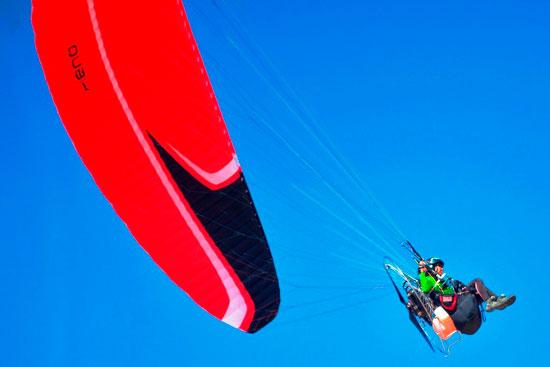 الباراموتور-رياضة-المظلة-الجوية-الساحرة-تظهر-في-سماء-الأقصر--(4)