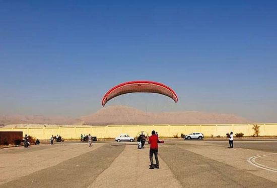 الباراموتور-رياضة-المظلة-الجوية-الساحرة-تظهر-في-سماء-الأقصر--(18)