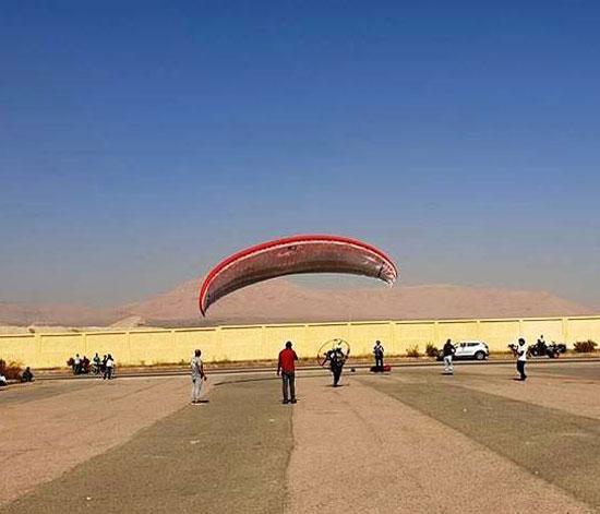 الباراموتور-رياضة-المظلة-الجوية-الساحرة-تظهر-في-سماء-الأقصر--(21)