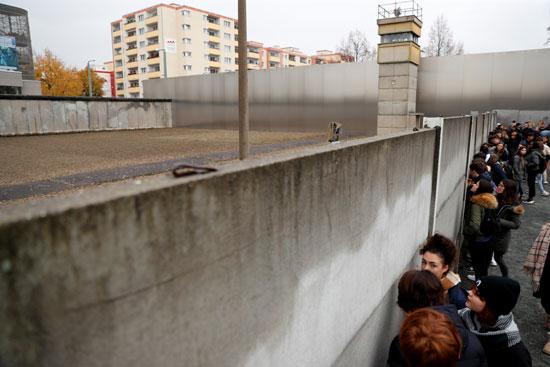 جدران معسكرات الاعتقال